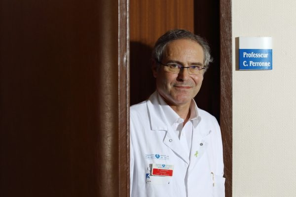 Professeur Christian Perronne chef du departement des maladies infectieuses et tropicales a l hopital universitaire de Garches specialiste de la maladie de Lyme, maladie transmise par la piqure des tiques. Le professeur ainsi que ses collegues des pays d Europe de l Ouest estiment qu environ 1 million de personne sont contamines en Europe et non correctement diagnostiques et soignes. Garches, FRANCE - 2904/2016 Photo Gutner/Perronne/SIPA