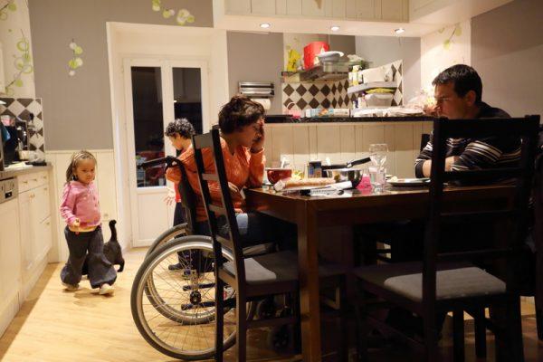 Sandrine Pierre a 30 ans et vit a Saulxures sur Moselotte dans les Vosges. Elle est atteinte de la maldadie de Lyme en stade 3 sur 4. Sa maladie n est pas reconnu par la securite sociale car le test officiel Elisa de detection de Lyme est negatif. Elle ne beneficie d aucune aide. Elle est mere de 2 enfants de 4 et 8 ans. Lors de son dernier sejour a l hopital d Epinal l interne de medecine generale ne trouvant aucune patologie lui a demande de ne plus se presenter a son service en lui remettant une paire de bas de contention et en lui preconisant d aller au centre anti douleur lors des prochaines attaques. Saulxures sur Moselotte, FRANCE - 2904/2016 Photo Gutner/SIPA